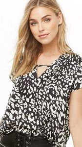 Forever 21Textured Leopard Print V-Neck Top